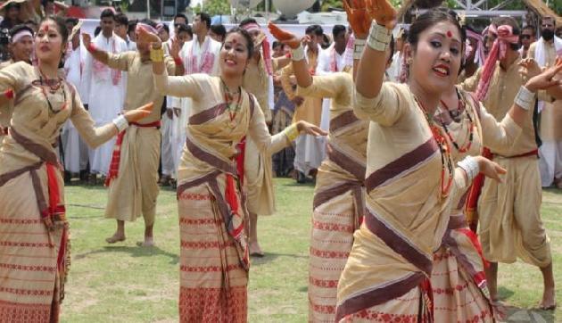 असम में बिहू पर्व पर 'पीठा' और 'गमछा' भेंट करने की खास परंपरा