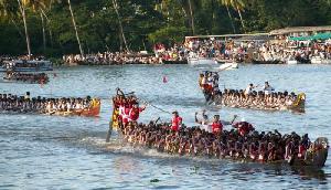 धुबडी के इस नदी में श्रद्धालुओं ने लगाई पवित्र डुबकी