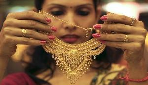 सोना रिकार्ड स्तर पर, चांदी 300 रुपए उछली