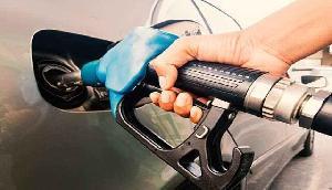 पेट्रोल, डीजल के दाम लगातार दूसरे दिन घटे, त्योहारी सीजन में राहत की बात