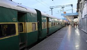 रेलवे ने दी बड़ी सौगात, ट्रेन लेट होने पर वापस होंगे पूरे पैसे