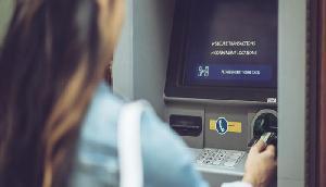 एटीएम से निकाल रहे हैं रुपए तो हो जाएं सावधान, वरना खाली हो जाएगा बैंक अकाउंट