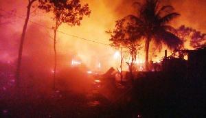 भीषण गर्मी में आग का कहर, नागालैंड के इस गांव में 15 घर जलकर हुए खाक