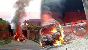 BJP प्रमुख के घर के सामने गाड़ी को लगाई गई आग