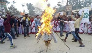 असम NRC के विरोध में आया ये संगठन, CM और बॉर्डर पुलिस के फूंके पुतले