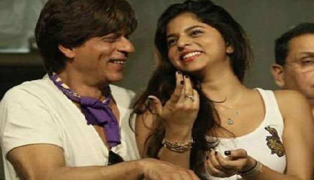 Internet पर जबरदस्त वायरल हो रही है SRK की बेटी सुहाना की बाथरूम सेल्फी, जानिए क्यों