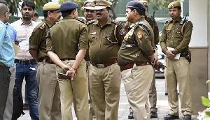 इतिहास में पहली बार जनता के आगे ऐसे झुकी पुलिस, देखने वाला है नजारा