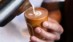 ये शख्स हर महीने कमाता है 12 लाख रुपए, करता है चाय बेचने का काम