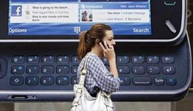 ज्यादा Mobile यूज करने से बदल सकता है चेहरे का आकार, जानिए पूरी खबर