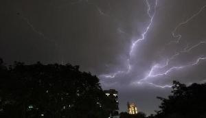 अगले 24 घंटे के अंदर 30-40 Kmph की गति से आंधी और तूफान के साथ होगी बारिश