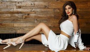 Actress ने बाथटब में ड्रिंक का लुत्फ उठाते हुए शेयर की तस्वीरें, इंटरनेट पर मचा हंगामा!