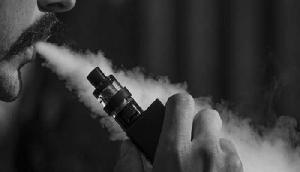 मुंह में ब्लास्ट हो गया ई-सिगारेट, फिर हुआ ऐसा, जानकर उड़ जाएंगे होश
