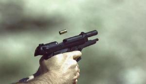 गार्डन से जा रही सरकारी मुस्लिम महिला कर्मचारी को मारी गोली