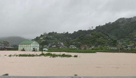 बाढ़ ने लिया भयंकर रूप, पहाड़ियों में बसे गांव भी पानी में डूबे