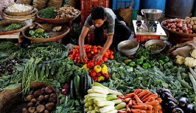 बाढ़ और भूस्खलन की वजह से बढ़ी महंगाई, सब्जियों के भावों ने छूए आसमान