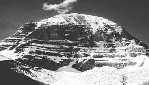 कैलाश पर्वत पर आखिर क्यों नहीं चढ़ पाते हैं लोग, जानिए क्या है कारण