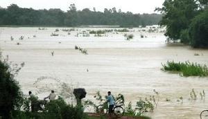 बाढ़ ने बनाई अनोखी स्थिति, गायब हुई भारत और पड़ोसी देश की सीमा