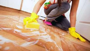 घर की सफाई के लिए एक घंटे का इतना चार्ज करती है ये महिला, सच्चाई जानकर उड़ जाएंगे होश