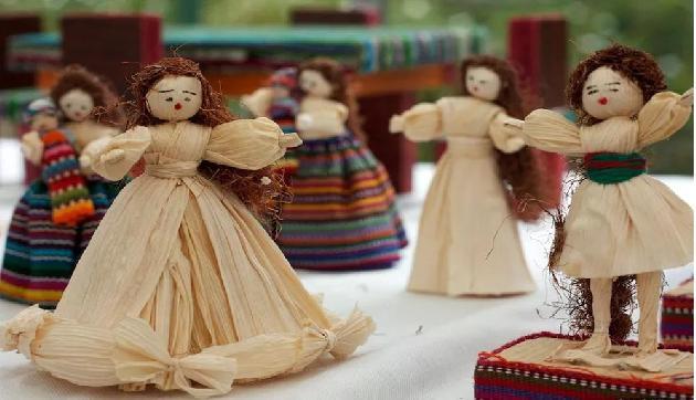 मक्के के रेशों से गुड़िया बनाती है यह लड़की, अब हो गई है मालामाल, कर रही इतनी कमाई