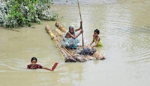 बाढ़ का कहर जारी, मरने वालों की संख्या हुई 90, कई जिलों में घटा पानी का स्तर