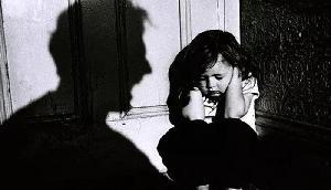 अपने ही परिवार के लोगों ने 80 हजार रूपए में बेच दी 3 साल की लड़की
