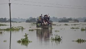 बाढ़ राहत के लिए इस कंपनी ने किया दान, लोगो के साथ बांटा दुख-दर्द