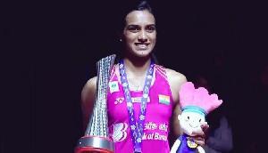 विश्व चैंपियनशिप में गोल्ड जीतने वालीं सिंधू पर पैसों की बारिश, मिलेंगे इतने लाख रुपए