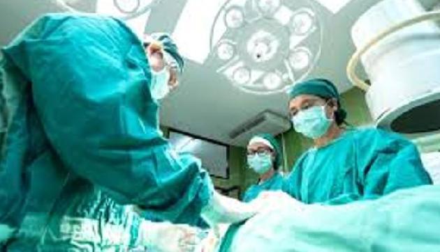 सड़क हादसे में 200 फीट गहरी खाई में गिरा युवक, जटिल ऑपरेशन कर डॉक्टरों ने दिया नया जीवन
