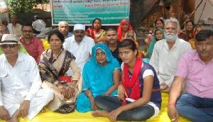BSF जवान को शहीद का दर्जा दिलाने की मांग के लिए धरने पर बैठी पत्नी की तबीयत बिगड़ी