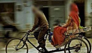 52 साल के इस बूढ़े रिक्शेवाले फर फिदा हुईं 3000 लड़कियां, कारण जानकर रह जाएंगे दंग