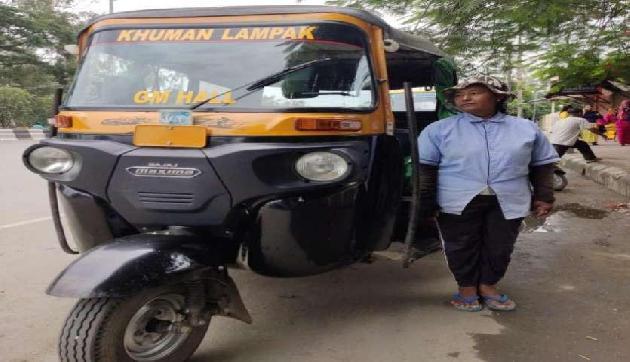 मणिपुर की पहली ऑटो ड्राइवर बनीं लाइबी ओइनम, संघर्षों से भरी है इनकी कहानी