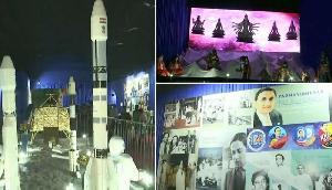 इस राज्य ने दुर्गा पूजा पंडाल को ISRO  की थीम पर किया डिजाइन, उमड़ी भीड़