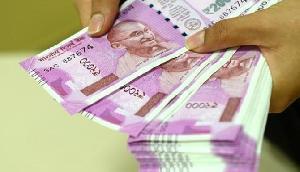 एटीएम से पैसा निकालने वालों को तगड़ा झटका, अब नहीं निकाल सकेंगे 2000 के नोट