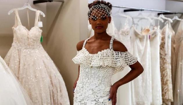 Toilet Paper से बनाई वेडिंग ड्रेस, जीता इतने लाख रुपये का इनाम