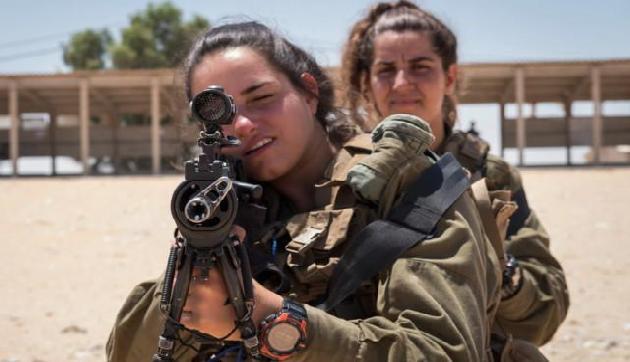 इस देश की महिलाओं को भी लेनी होती है Army ट्रेनिंग, जानिए हैरान करने वाली सच्चाई