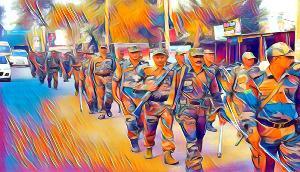 अप्रिय घटनाओं पर अंकुश लगाने के लिए जवानों ने निकाला फ्लैग मार्च, दिलाया सुरक्षा का भरोसा