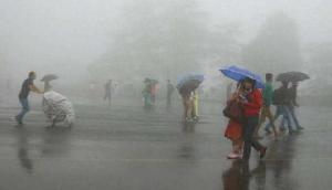 Weather Update: आंधी तूफान के साथ हो रही बारिश, कई राज्यों में छाएगा घना कोहरा