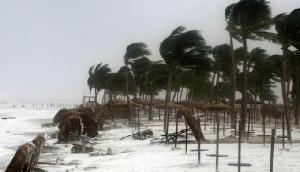 अगले 48 घंटे में होगी भयंकर बारिश, मौसम विभाग ने जारी की चक्रवाती तूफान की चेतावनी