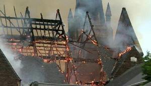 100 साल पुराने Church में लगी भीषण आग, सब कुछ हुआ खाक, दो लोंगो की मौत