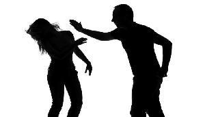 गर्लफ्रेंड को दूसरे मर्द से बात करता देख ब्याफ्रेंड ने किया ऐसा काम, जानकर हो जाएंगे हैरान