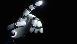 यहां रोबोट सुना रहे फैसला, ऑनलाइन हो रहा केस का निपटारा