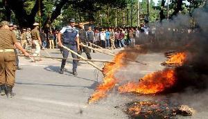 जबरदस्त आग में जल रहे हैं बीजेपी शासित ये राज्य, सेना का फ्लैग मार्च, पुलिस अधिकारियों का तबादला