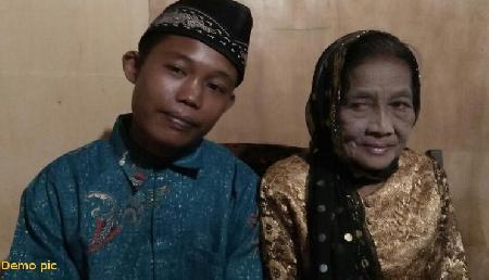 60 वर्ष की महिला को 22 साल के लड़के से हुआ प्यार, 7 बच्चों व 5 पाते-पोती को छोड़ भागी
