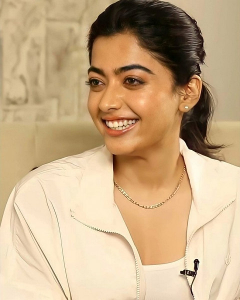 Rashmika Cute Looks in a Light Pink Outfit 7