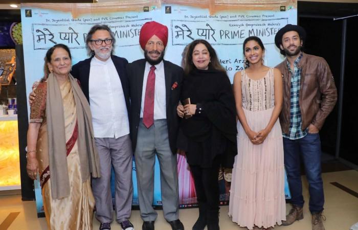 """मिल्खा सिंह और सुनील गावस्कर ने की फ़िल्म """"मेरे प्यारे प्राइम मिनिस्टर"""" की प्रशंसा!"""
