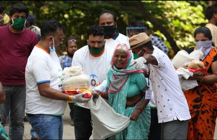 एडवोकेट सुनील कुमार ने १२०० परिवार को दिया किराने का सामान