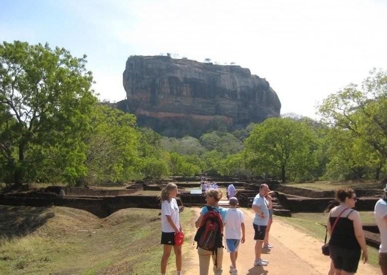 Lakmalee Sri Lankan Tours - Cheap Price in Galle