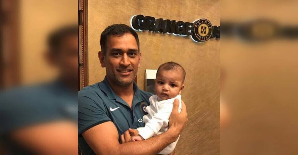 MS Dhoni's picture with Sarfaraz's son goes viral