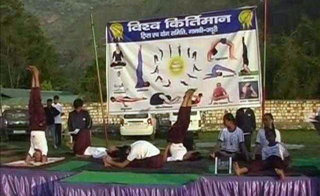 Himachal students set record for practicing yoga