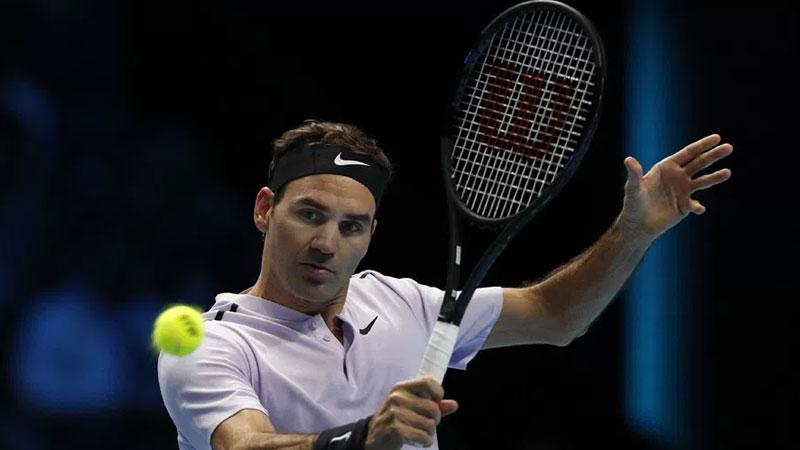 Roger Federer beats Sock at ATP Finals opener